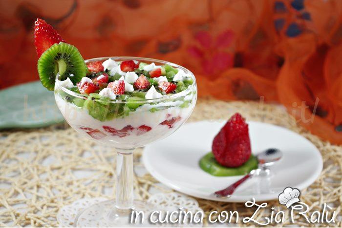coppette con crema di yogurt,  menu di pasqua leggero,