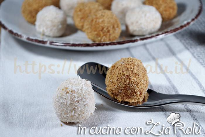 palline dolci agli amaretti e cocco