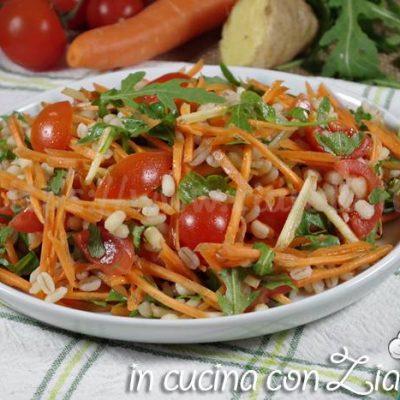 insalata di orzo e verdure allo zenzero