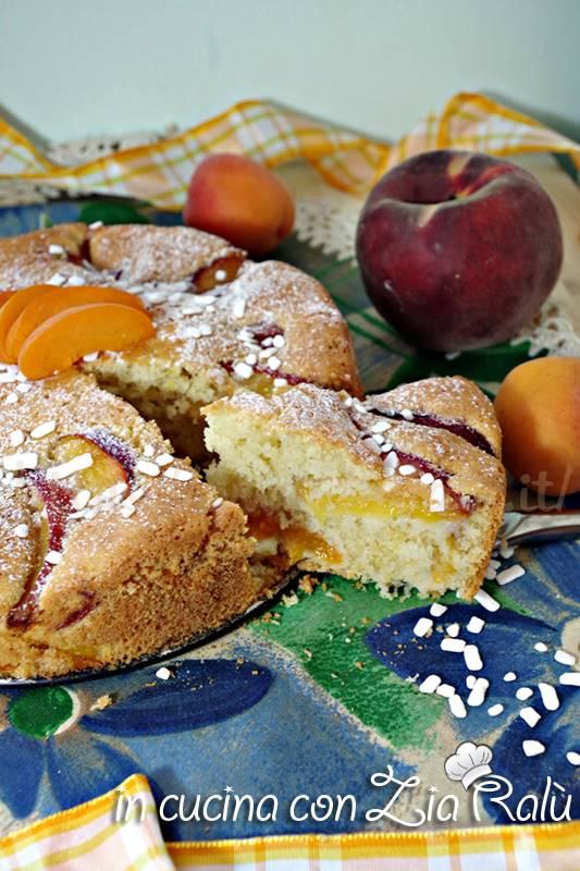 torta alla panna con pesche e albicocche