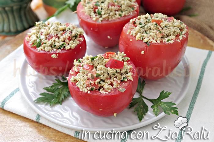 pomodori ripieni di uova e capperi