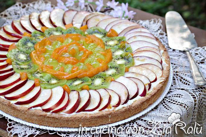 crostata alla crema e frutta fresca