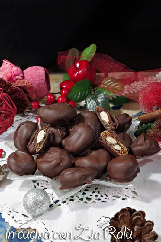 fichi secchi mandorlati ricoperti di cioccolato
