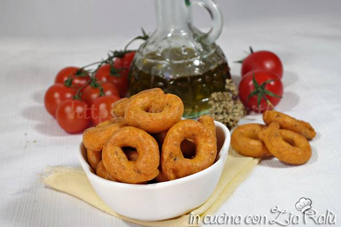 Taralli pugliesi pomodoro e origano
