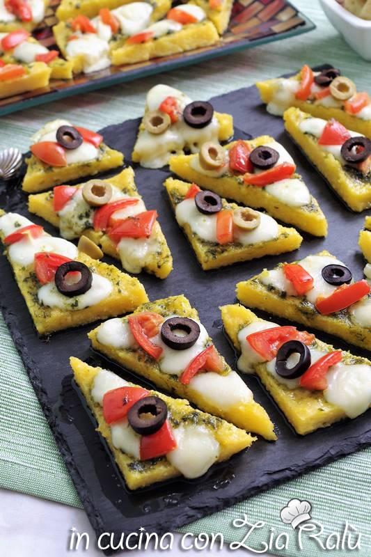 tartine di polenta pesto e pomodorini  antipasto