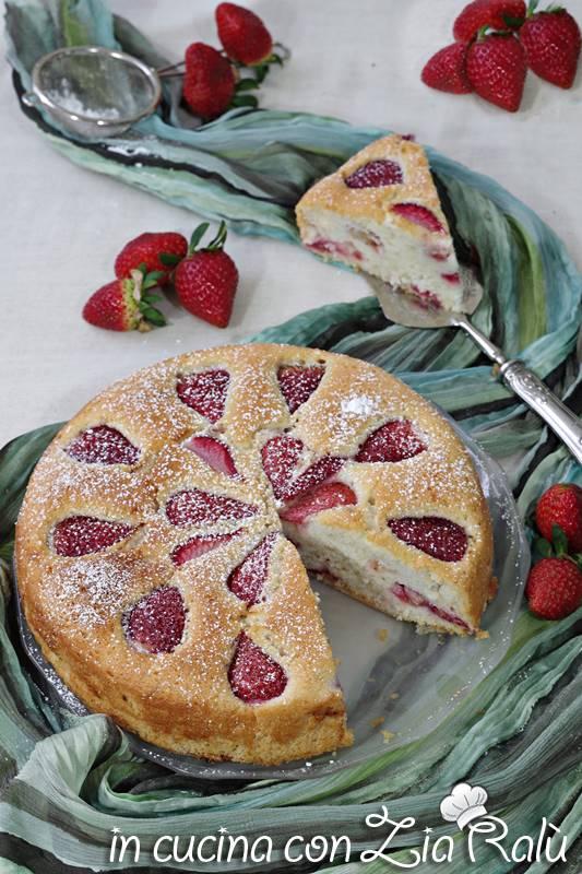 torta albumi e fragole senza glutine