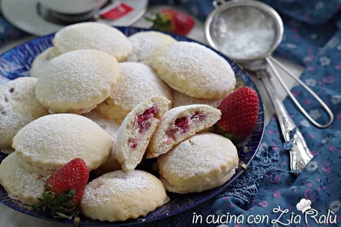biscotti ripieni di fragole e mascarpone