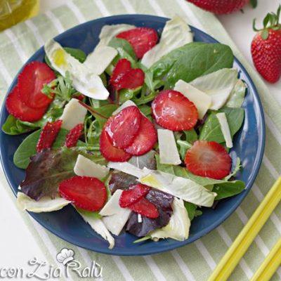 insalata mista fragole e grana