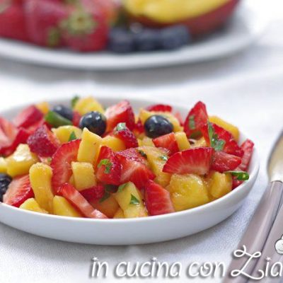 insalata fragole mango e mirtilli
