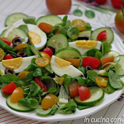 insalata con uova e verdure leggera
