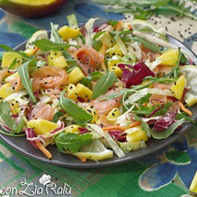 Insalata di salmone e mango ricetta light