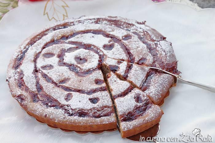 torta con confettura nell'impasto senza lattosio