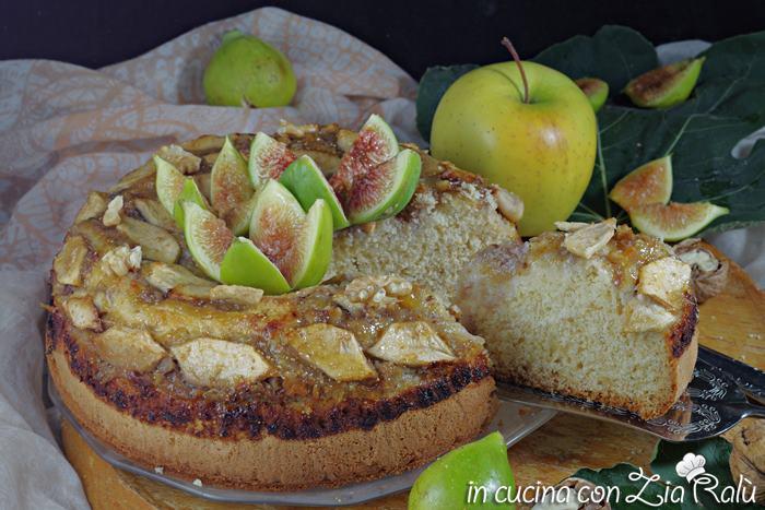 Torta con fichi mele e noci senza lattosio