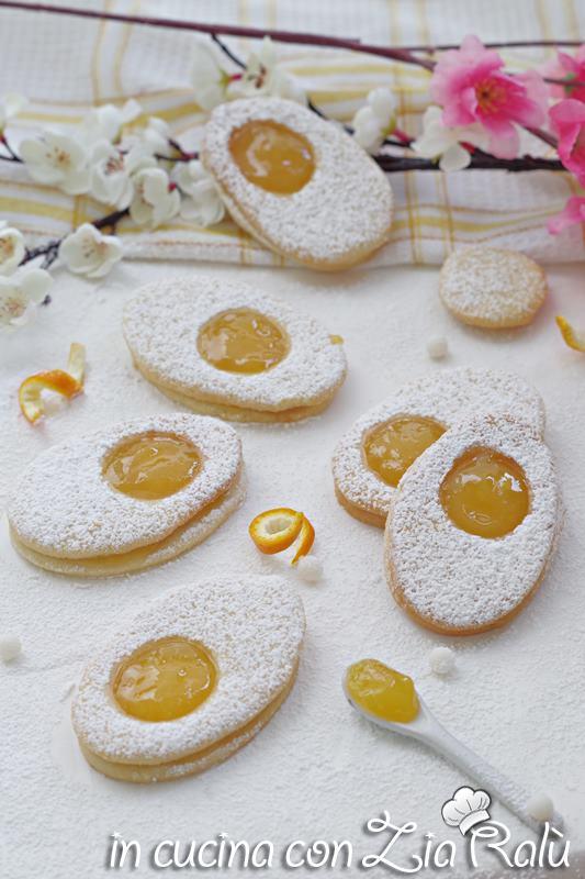 biscotti di frolla a forma di uovo