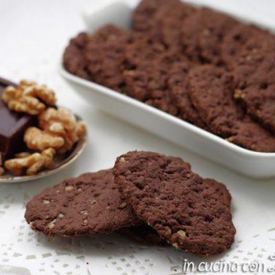 crackers salati al cacao e noci