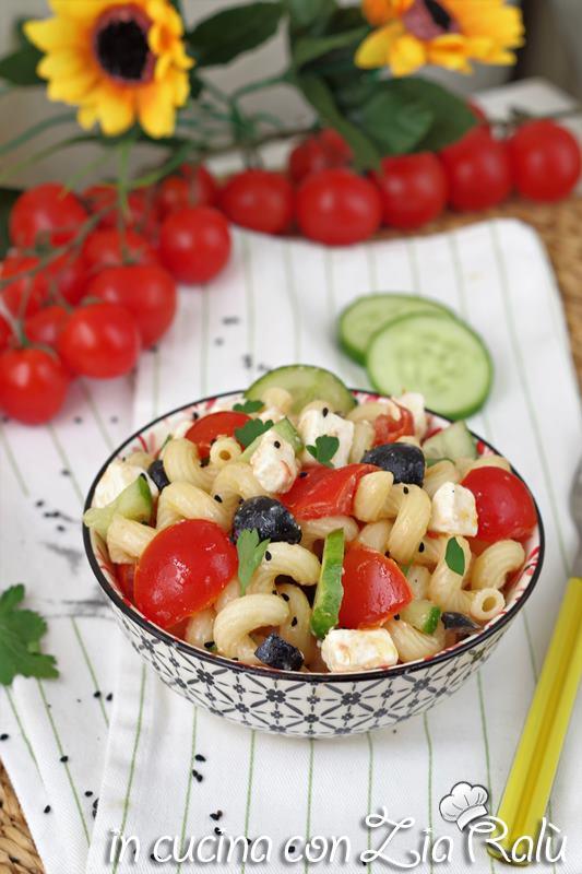 Insalata di pasta fredda feta e cetrioli – alla greca