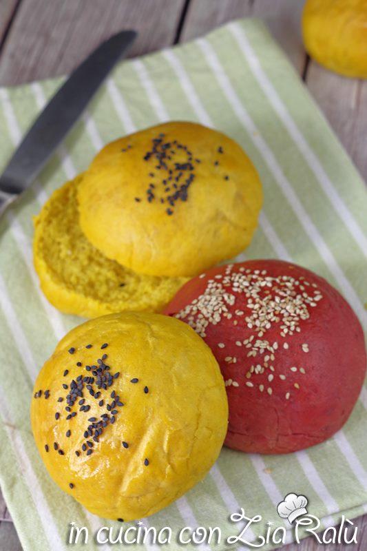 Panini colorati per hamburger- burger buns