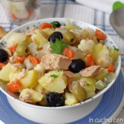 L'insalata di patate e giardiniera sott'aceto