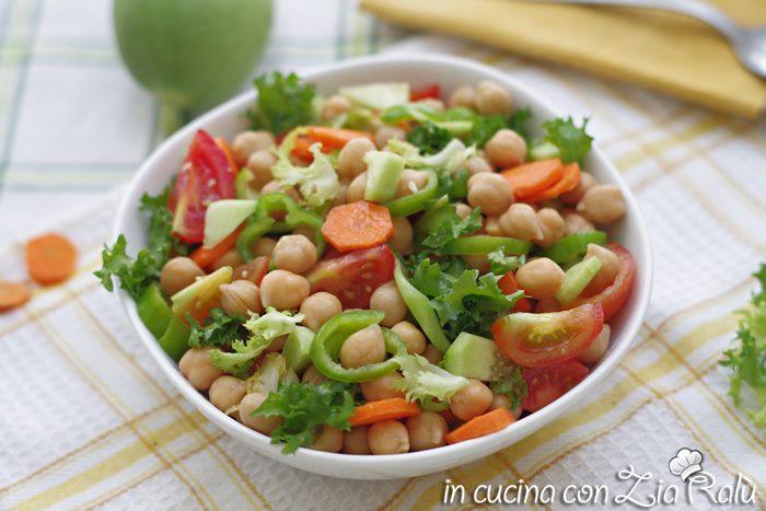 La ricetta dell'insalata di ceci e pomodori light