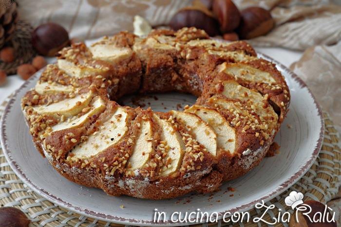 La ciambella mele e castagne è un dolce senza glutine, senza uova
