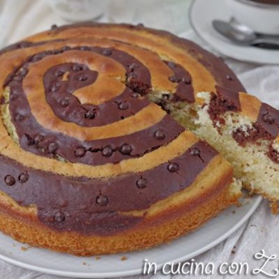 Torta allo yogurt a spirale bicolore