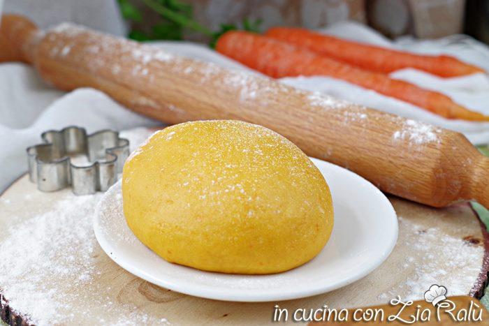 Pasta frolla all'olio alle carote senza burro