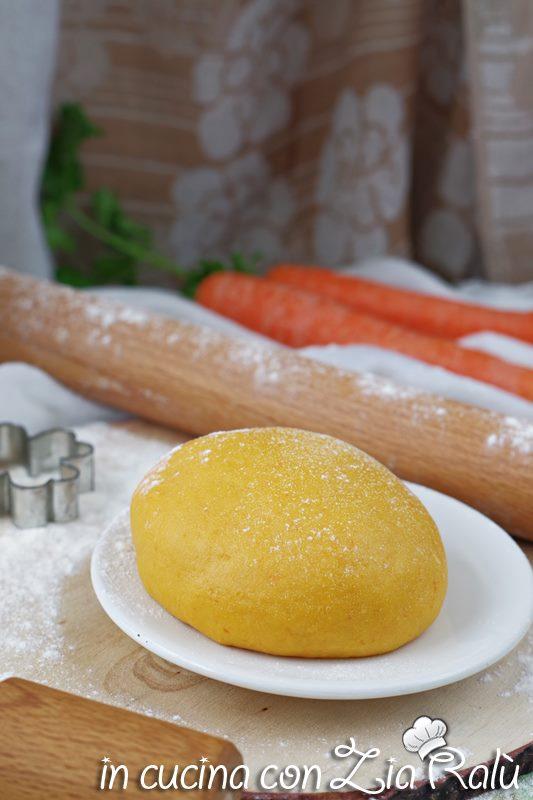 Pasta frolla all'olio alle carote
