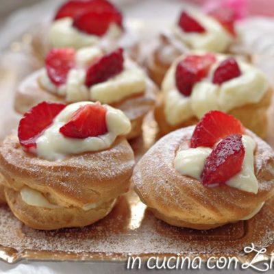 Le zeppole con crema e fragole sono una vera bontà, un dolce da preparare ogni qualvolta si trovano le fragole.