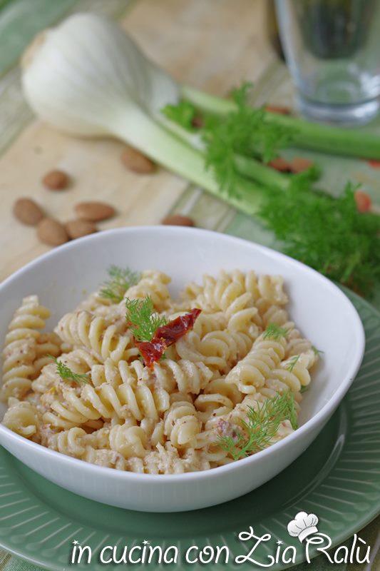 pasta pesto di finocchi e pomodori secchi