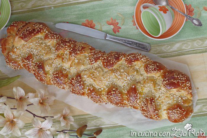 treccia di pasta lievitata dolce