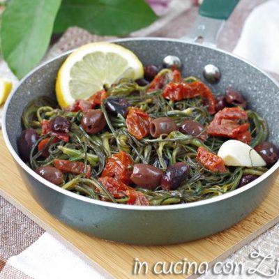 agretti in padella con olive taggiasche e pomodori secchi
