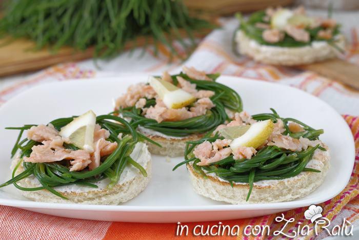 crostini agretti e salmone antipasto sfizioso e particolare