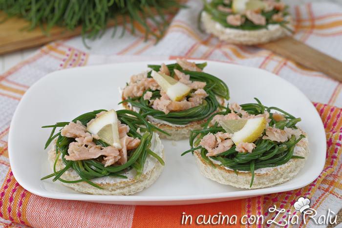 Crostini agretti e salmone – antipasto