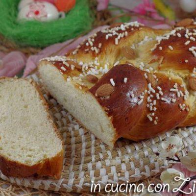 Treccia pasquale di pan brioche