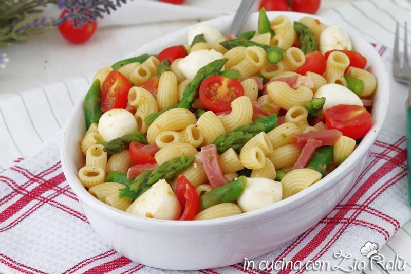 Pasta fredda con asparagi e speck
