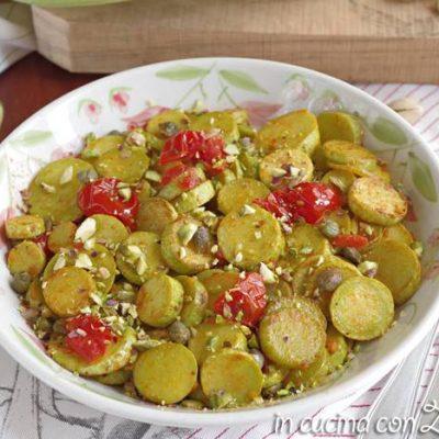 zucchine trometta in padella pomodori e pistacchi