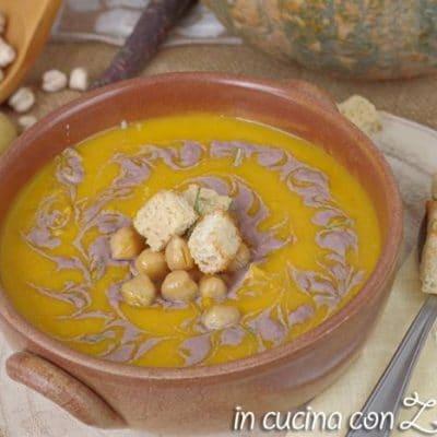 La vellutata di zucca ceci e carote viola