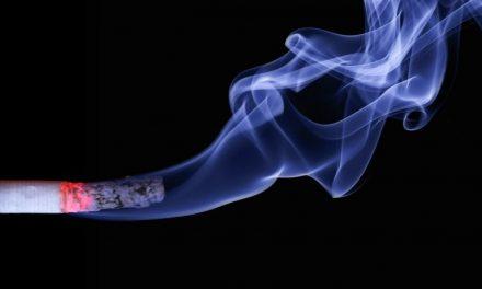 Smartphone en cigaret