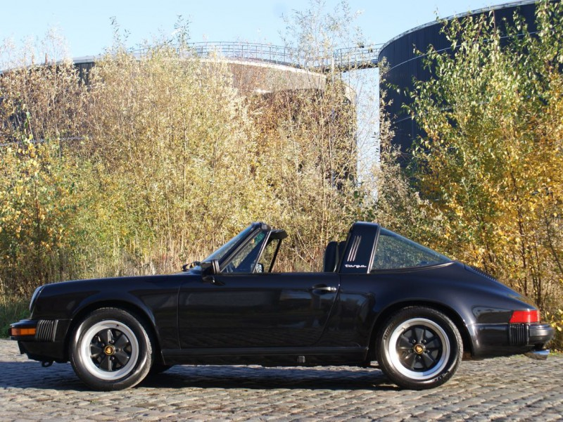 911 youngtimer Porsche 911 Carrera targa 1988 black