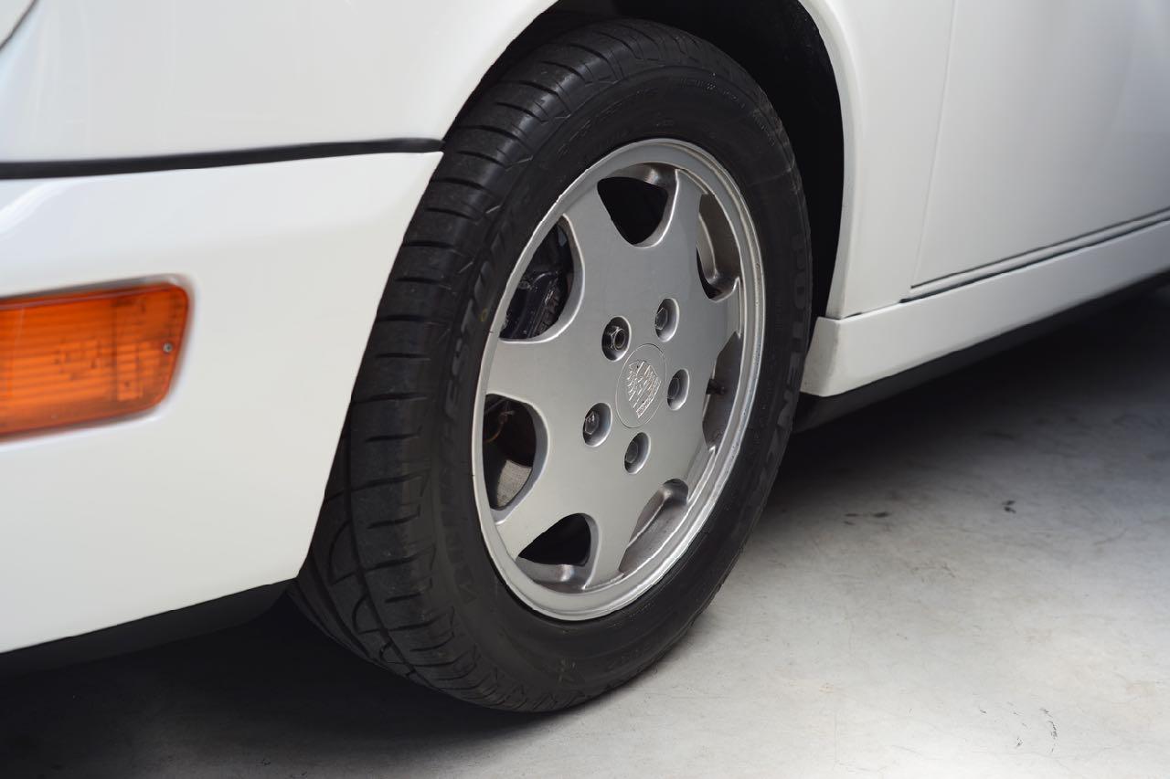 911 youngtimer Porsche 964 Carrera 4 Grand Prix white - multicolor cloth - 1990 - 3