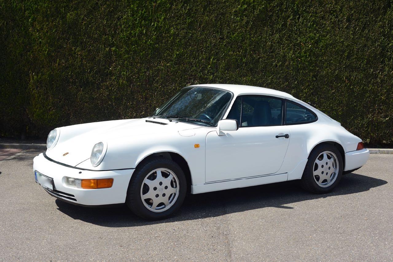 911 youngtimer Porsche 964 Carrera 4 Grand Prix white - multicolor cloth - 1990 - 5