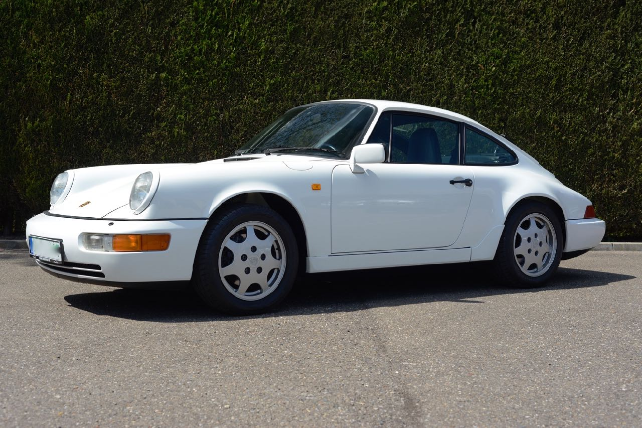 911 youngtimer Porsche 964 Carrera 4 Grand Prix white - multicolor cloth - 1990 - 6