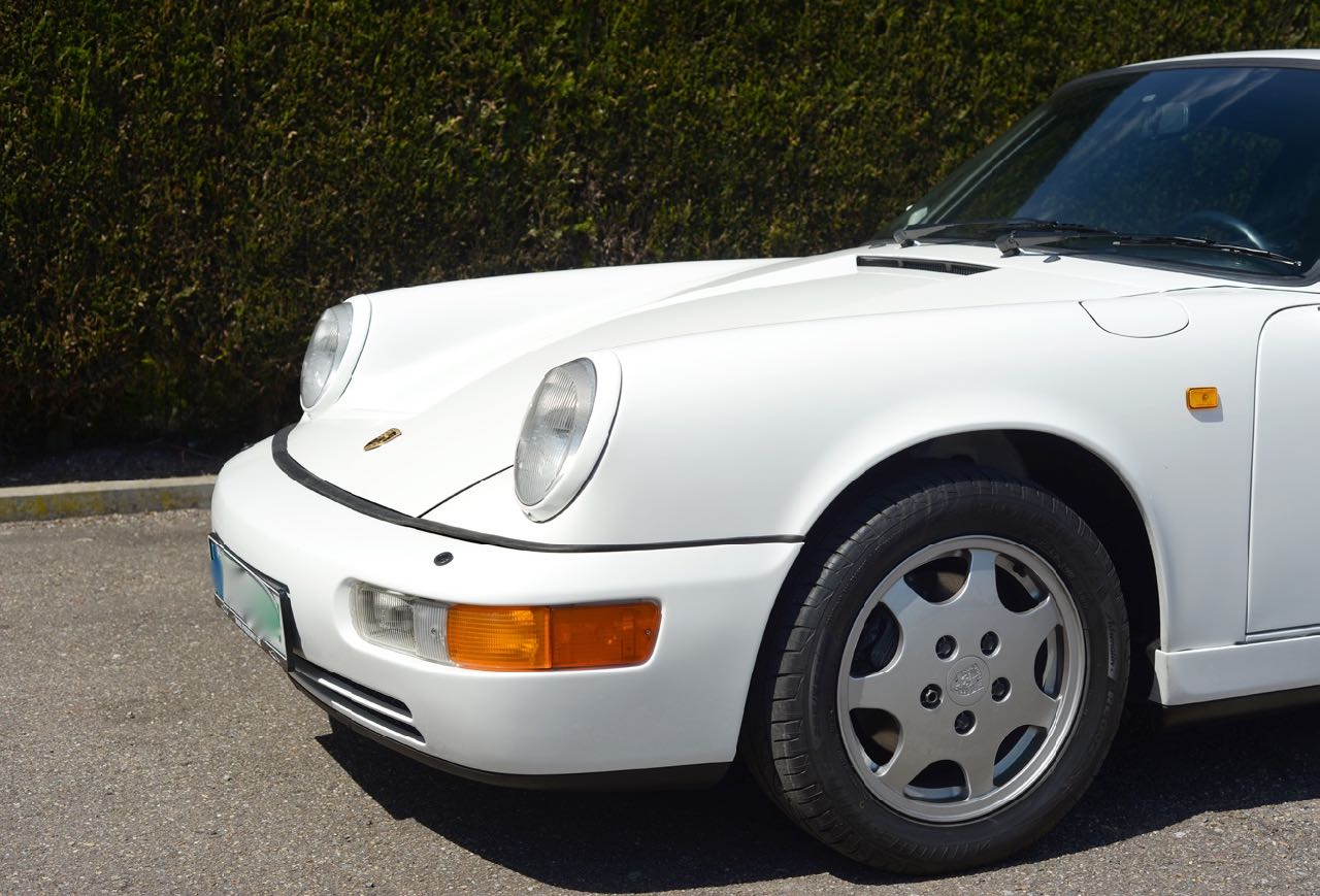 911 youngtimer Porsche 964 Carrera 4 Grand Prix white - multicolor cloth - 1990 - 7
