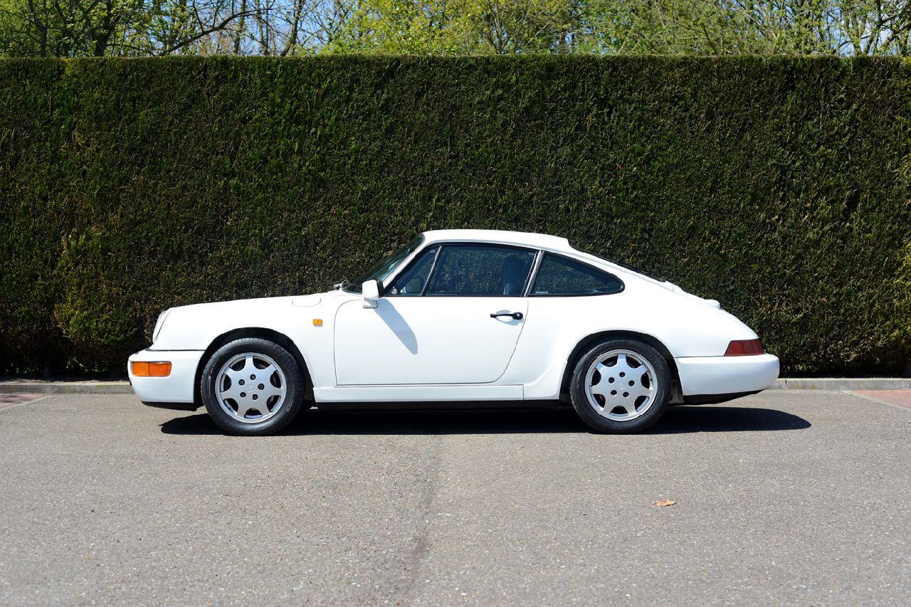 911 youngtimer Porsche 964 Carrera 4 Grand Prix white - multicolor cloth - 1990 - 8