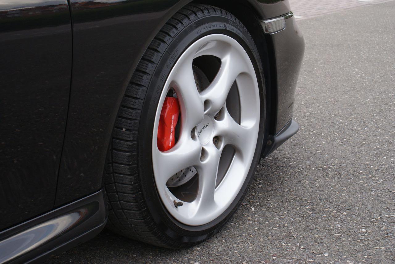 http://911youngtimer.be/wp-content/uploads/2016/05/911-youngtimer-Porsche-996-turbo-WLS-X50-Basalt-black-black-natural-leather-6-van-15.jpg