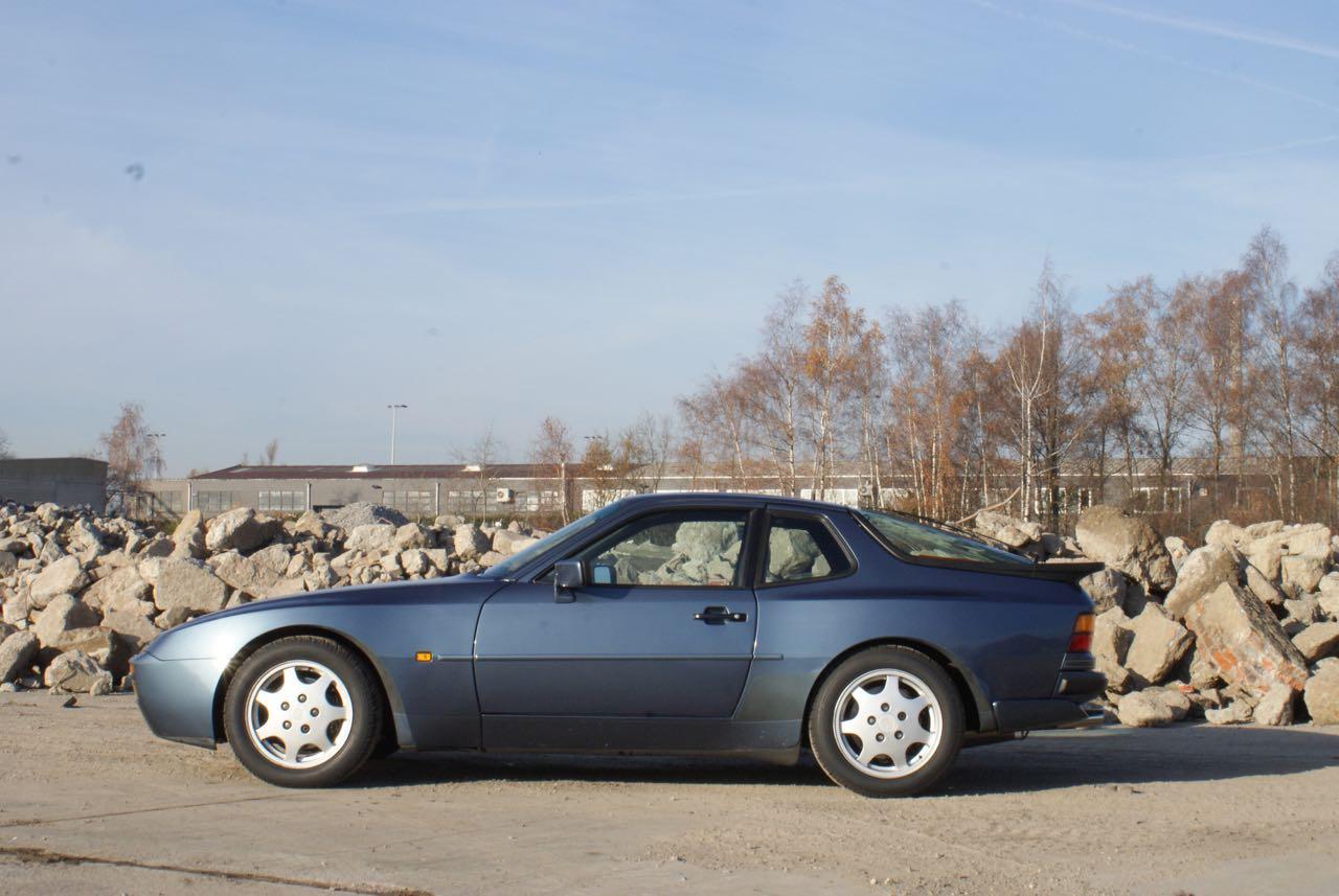 911-youngtimer-porsche-944-s2-dove-blue-metallic-1990-13-of-15