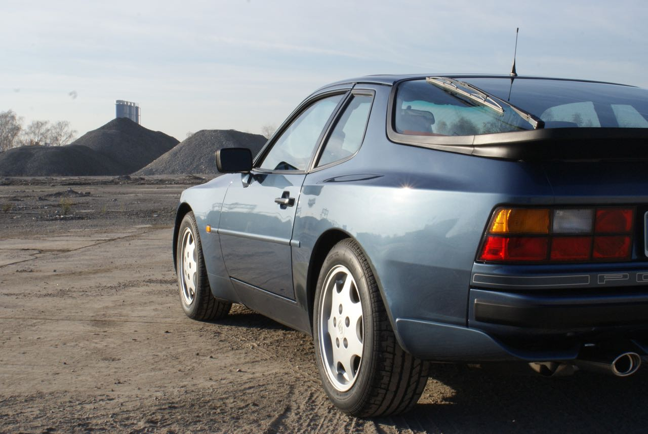 911-youngtimer-porsche-944-s2-dove-blue-metallic-1990-3-of-15