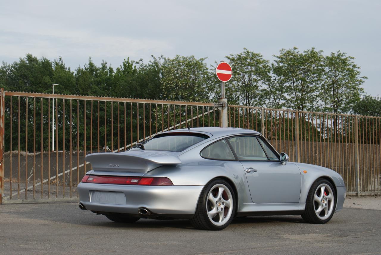 911-youngtimer-Porsche-993-turbo-Polar-silver-1997-1-of-15.jpg