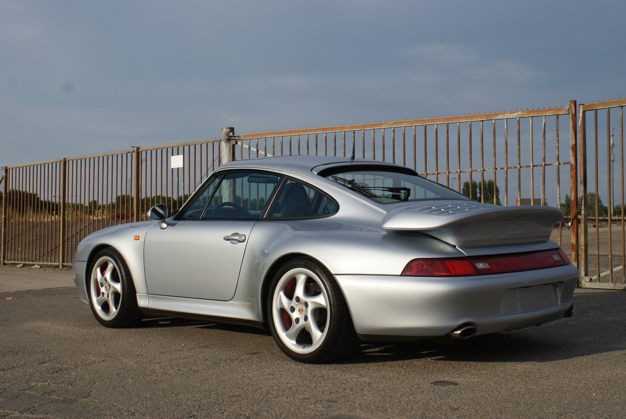 911-youngtimer-Porsche-993-turbo-Polar-silver-1997-10-of-15.jpg