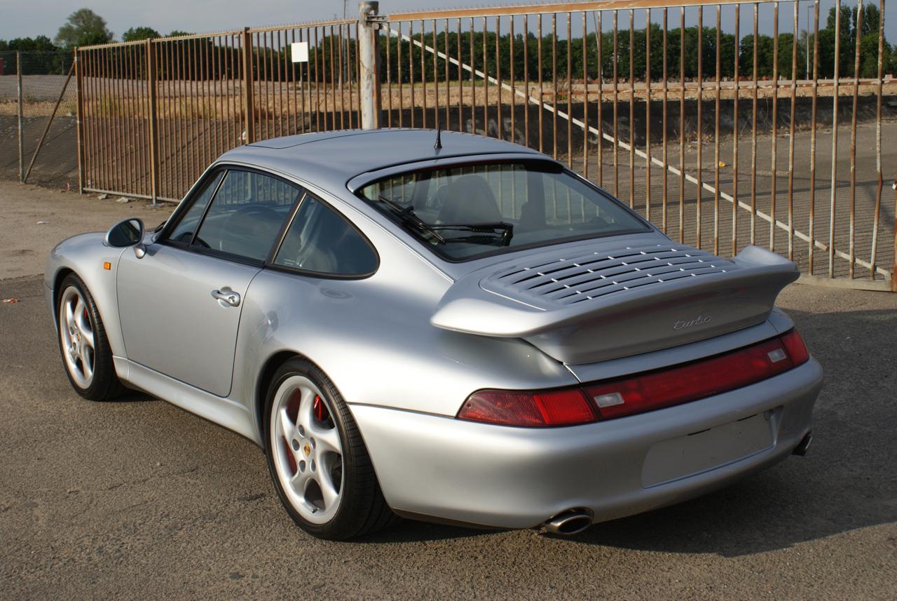 911-youngtimer-Porsche-993-turbo-Polar-silver-1997-11-of-15.jpg